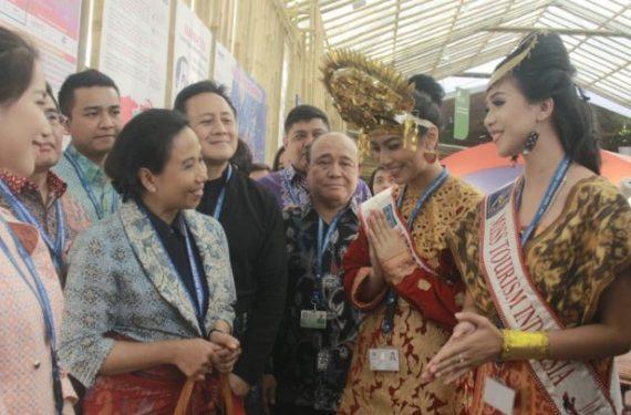 Didampingi Dua Putri EL JOHN Pageants, Menteri Rini Resmikan Pavilion Indonesia