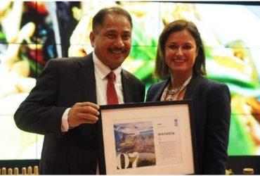 Menteri Pariwisata Arief Yahya Terima Penghargaan dari Lonely Planet di WTM London